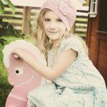 Uniwersalne ubranka dla młodych dam, czyli sukienki dla dziewczynek