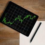 Czy warto inwestować w nieruchomości czy złoto?